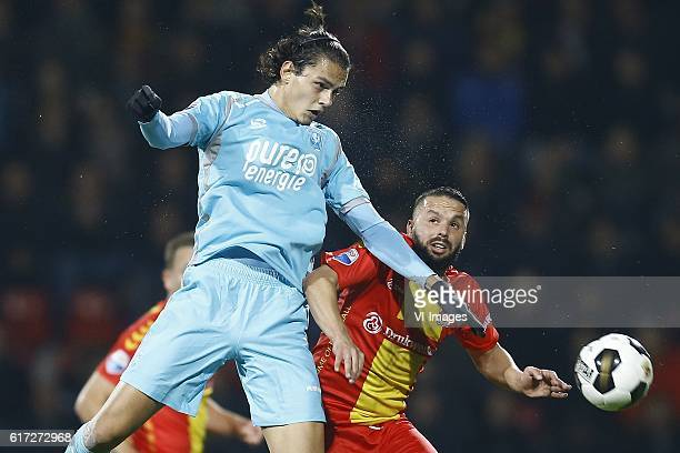 Enes Unal of FC Twente Rochdi Achenteh of Go Ahead Eaglesduring the Dutch Eredivisie match between Go Ahead Eagles and FC Twente at The Adelaarshorst...