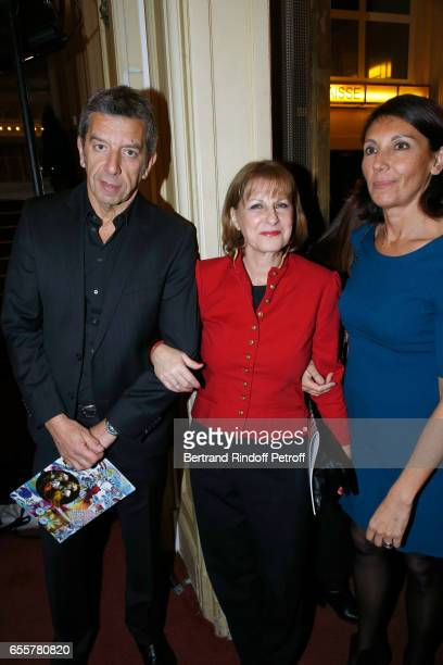 'Enfance Majuscule' Patricia Chalon standing between Michel Cymes and his wife Nathalie attend the 'Enfance Majuscule 2017' Charity Gala for the...