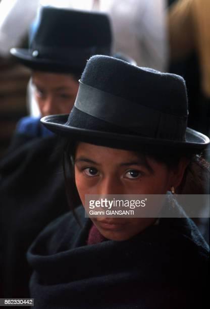 Enfant portant un chapeau en Colombie le 16 mars 2000