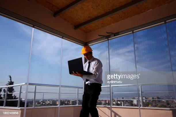 Ingenieur und Laptop