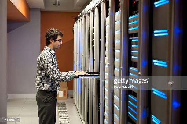 Es Ingenieur in Aktion Konfiguration von Servern