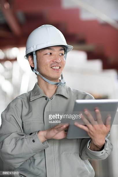 エンジニアは、ワイヤレステクノロジーを使用して建設プロジェクト