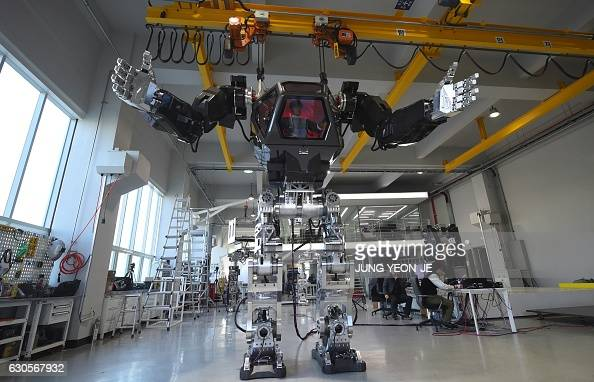 Engineers Test A Four Metre Tall Humanoid Manned Robot Dubbed Method 2 In A Lab Of The Hankook