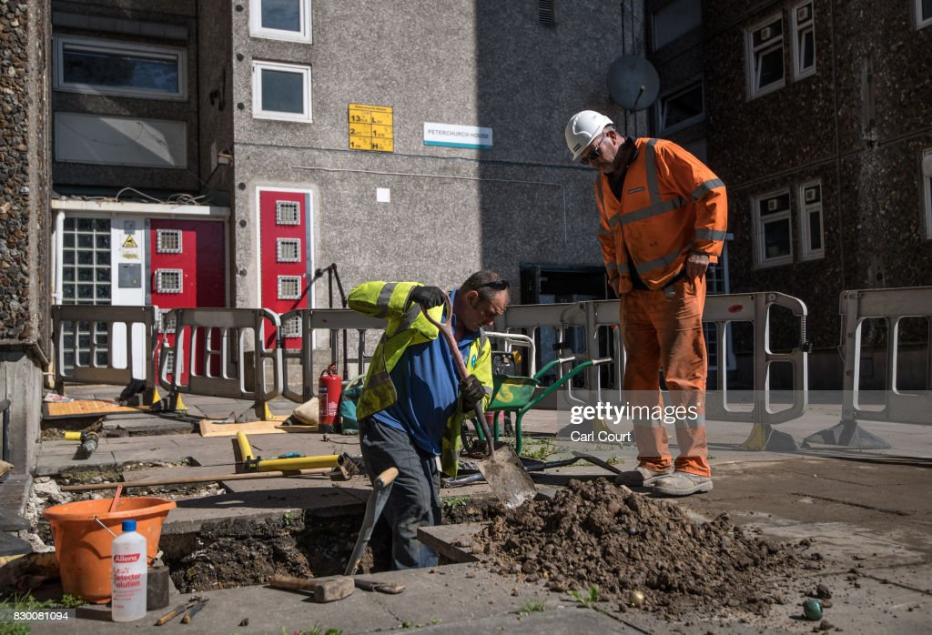 Engineers work to disconnect the gas supply on the Ledbury Estate on August 11, 2017 in London, England. Hundreds of residents of the estate are to be evacuated from four tower blocks over safety fears after a survey, ordered after the Grenfell Tower fire, found cracks in the walls leaving it vulnerable to collapse in the event of a gas explosion.