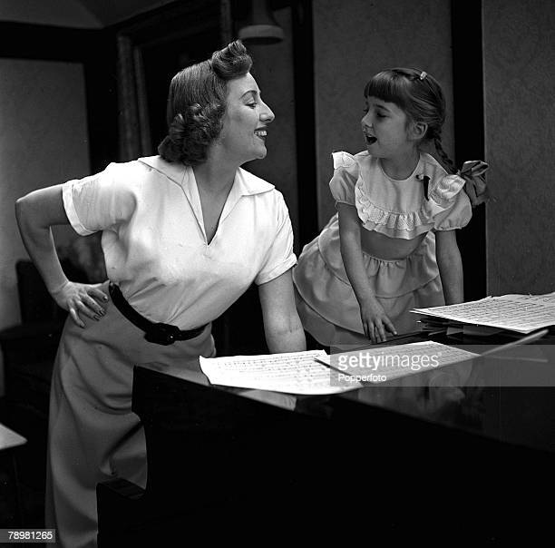 1952 England A picture of British singer Vera Lynn standing by the piano with her daughter