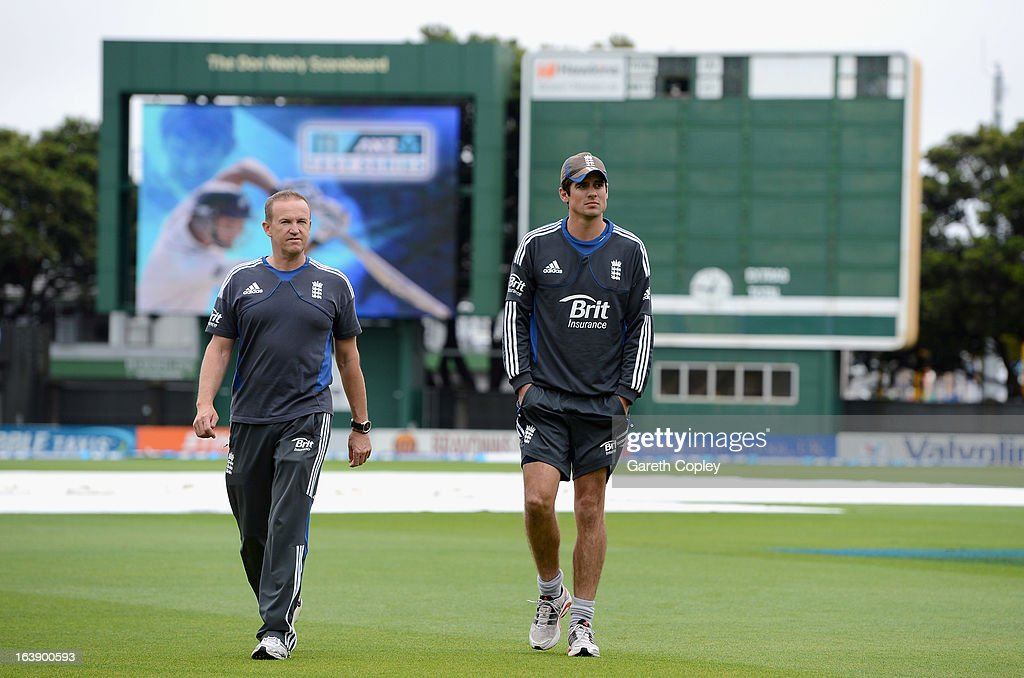England <a gi-track='captionPersonalityLinkClicked' href=/galleries/search?phrase=Alastair+Cook+-+Kricketspelare&family=editorial&specificpeople=571475 ng-click='$event.stopPropagation()'>Alastair Cook</a> and caoch Andy Flower walk on to the outfield to inspect the ground as rain delays the start of play on day five of the Test match between New Zealand and England at Basin Reserve on March 18, 2013 in Wellington, New Zealand.