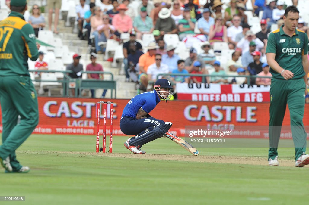 England batsman Alex Hales (C) bends down after being struck by a ball the during 5th and final One Day International (ODI) match, being played against South Africa, at Newlands on February 14, 2016, in Cape Town. This match will decide the ODI series as both teams have won 2 matches. / AFP / RODGER BOSCH