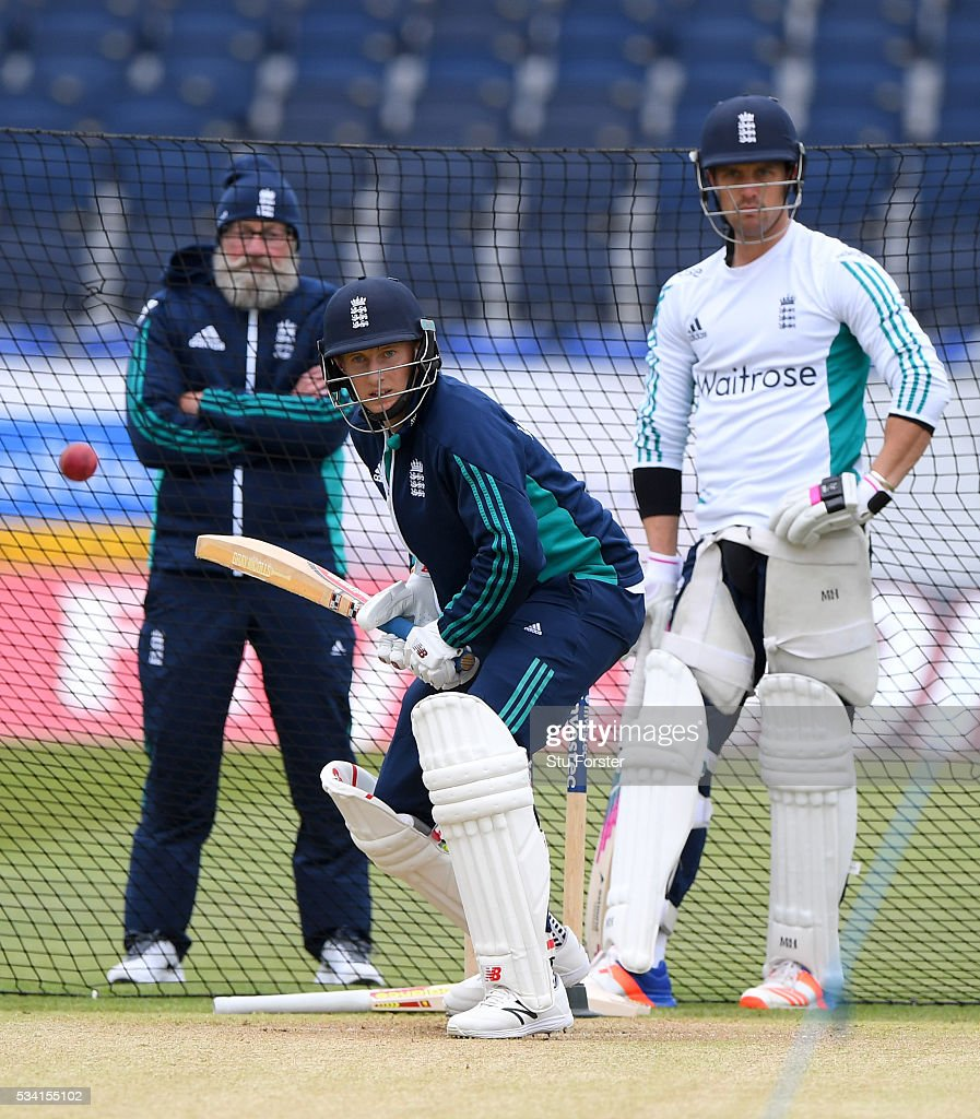 England batsman Joe Root faces whilst team mate Nick Compton (r) and former England batsman Graeme Fowler (l) look on during England Nets session ahead of the 2nd Investec Test match between England and Sri Lanka at Emirates Durham ICG on May 25, 2016 in Chester-le-Street, United Kingdom.