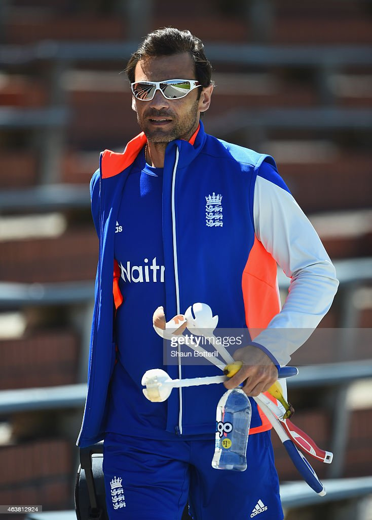 England batting coach <a gi-track='captionPersonalityLinkClicked' href=/galleries/search?phrase=Mark+Ramprakash&family=editorial&specificpeople=240276 ng-click='$event.stopPropagation()'>Mark Ramprakash</a> during an England nets session at Basin Reserve on February 19, 2015 in Wellington, New Zealand.