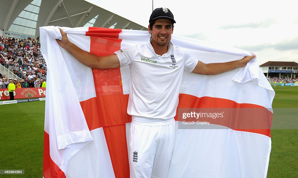 England captain <a gi-track='captionPersonalityLinkClicked' href=/galleries/search?phrase=Alastair+Cook+-+Giocatore+di+cricket&family=editorial&specificpeople=571475 ng-click='$event.stopPropagation()'>Alastair Cook</a> celebrates after winning the 4th Investec Ashes Test match between England and Australia at Trent Bridge on August 8, 2015 in Nottingham, United Kingdom.