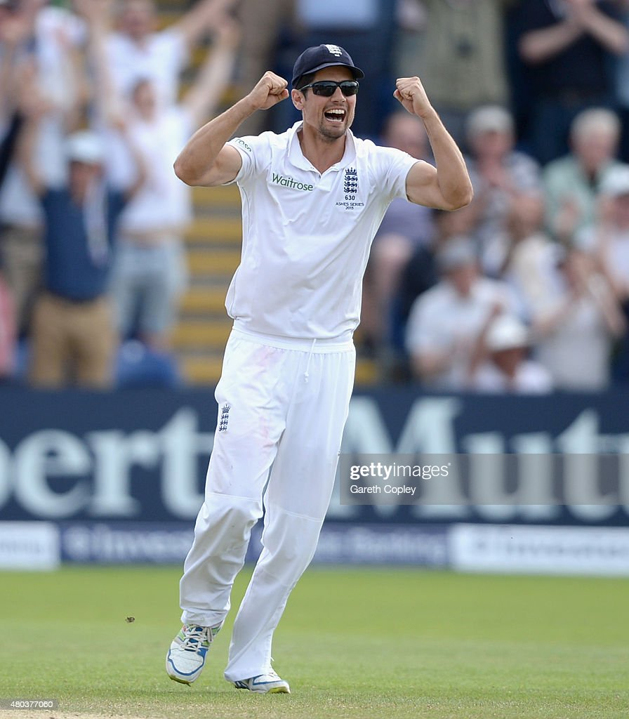 England captain <a gi-track='captionPersonalityLinkClicked' href=/galleries/search?phrase=Alastair+Cook+-+Jugadora+de+cr%C3%ADquet&family=editorial&specificpeople=571475 ng-click='$event.stopPropagation()'>Alastair Cook</a> celebrates winning the 1st Investec Ashes Test match between England and Australia at SWALEC Stadium on July 11, 2015 in Cardiff, United Kingdom.