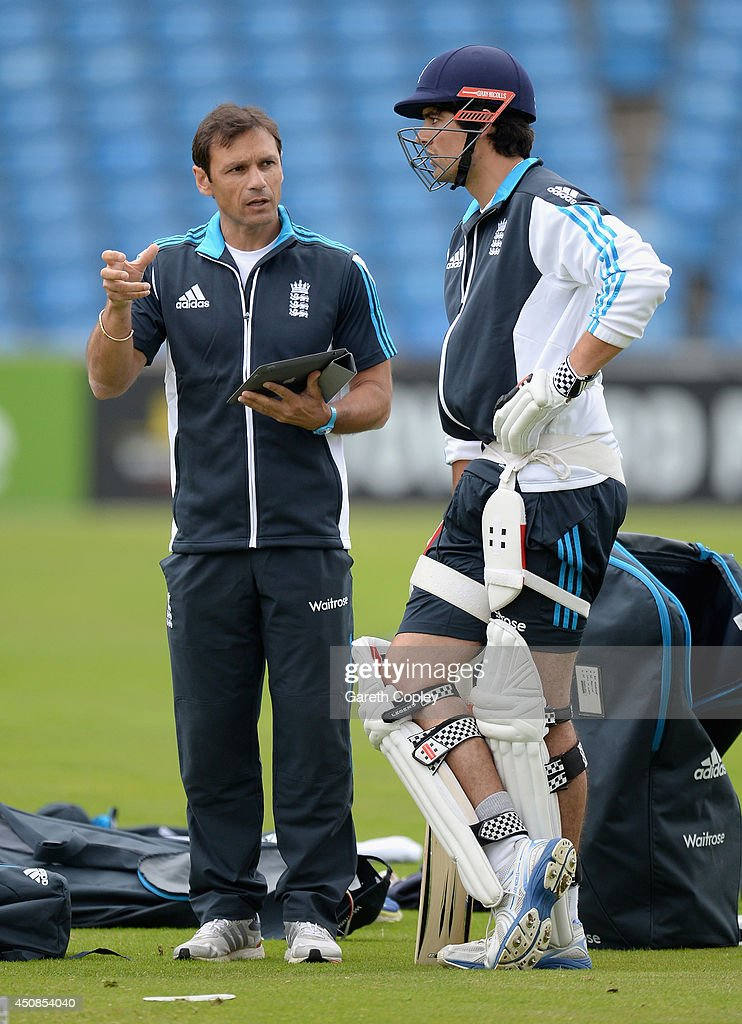 England captain <a gi-track='captionPersonalityLinkClicked' href=/galleries/search?phrase=Alastair+Cook+-+Cricket+Player&family=editorial&specificpeople=571475 ng-click='$event.stopPropagation()'>Alastair Cook</a> speaks with coach <a gi-track='captionPersonalityLinkClicked' href=/galleries/search?phrase=Mark+Ramprakash&family=editorial&specificpeople=240276 ng-click='$event.stopPropagation()'>Mark Ramprakash</a> during a nets session at Headingley on June 19, 2014 in Leeds, England.