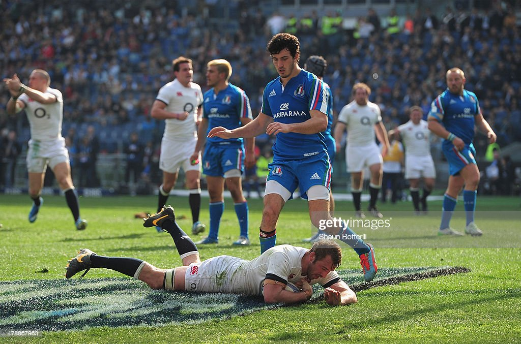 England Captain Chris Robshaw goes over the try line to score during the RBS Six Nations match between Italy and England at Stadio Olimpico on March...