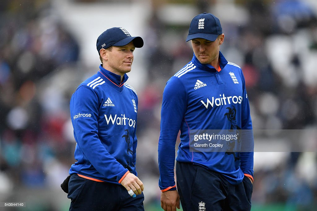 England captain <a gi-track='captionPersonalityLinkClicked' href=/galleries/search?phrase=Eoin+Morgan&family=editorial&specificpeople=689581 ng-click='$event.stopPropagation()'>Eoin Morgan</a> leaves the field with <a gi-track='captionPersonalityLinkClicked' href=/galleries/search?phrase=Jason+Roy+-+Cricket+Player&family=editorial&specificpeople=13892033 ng-click='$event.stopPropagation()'>Jason Roy</a> as rain stops play during the 4th ODI Royal London One Day International match between England and Sri Lanka at The Kia Oval on June 29, 2016 in London, England.