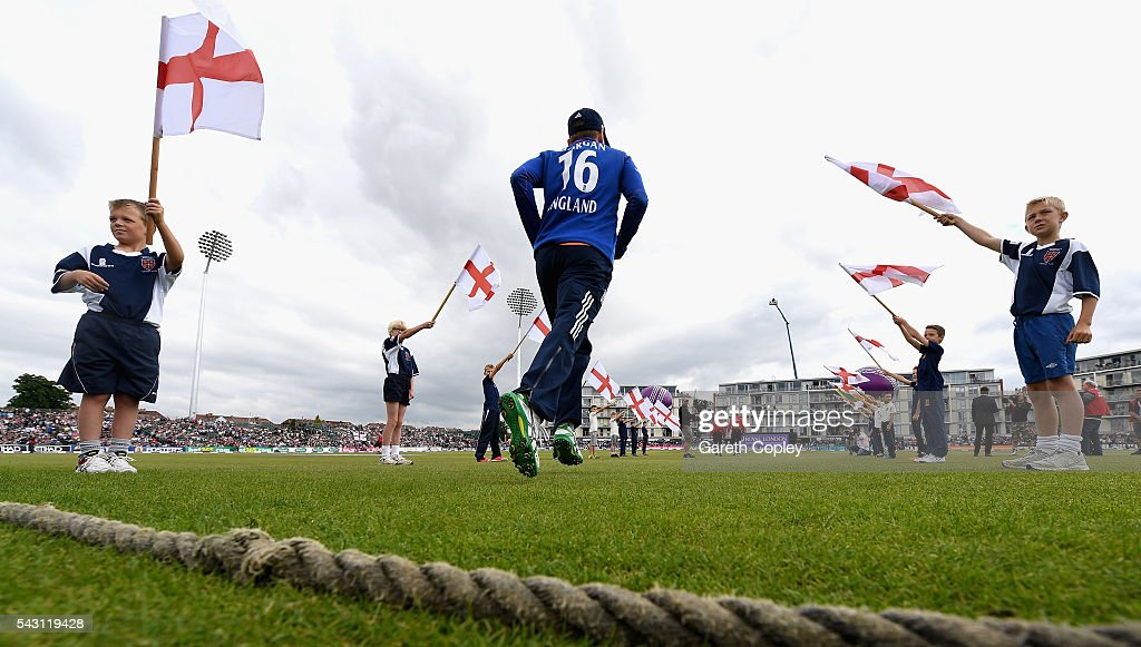 England captain <a gi-track='captionPersonalityLinkClicked' href=/galleries/search?phrase=Eoin+Morgan&family=editorial&specificpeople=689581 ng-click='$event.stopPropagation()'>Eoin Morgan</a> runs out on to the field ahead of the 3rd ODI Royal London One Day International match between England and Sri Lanka at The County Ground on June 26, 2016 in Bristol, England.