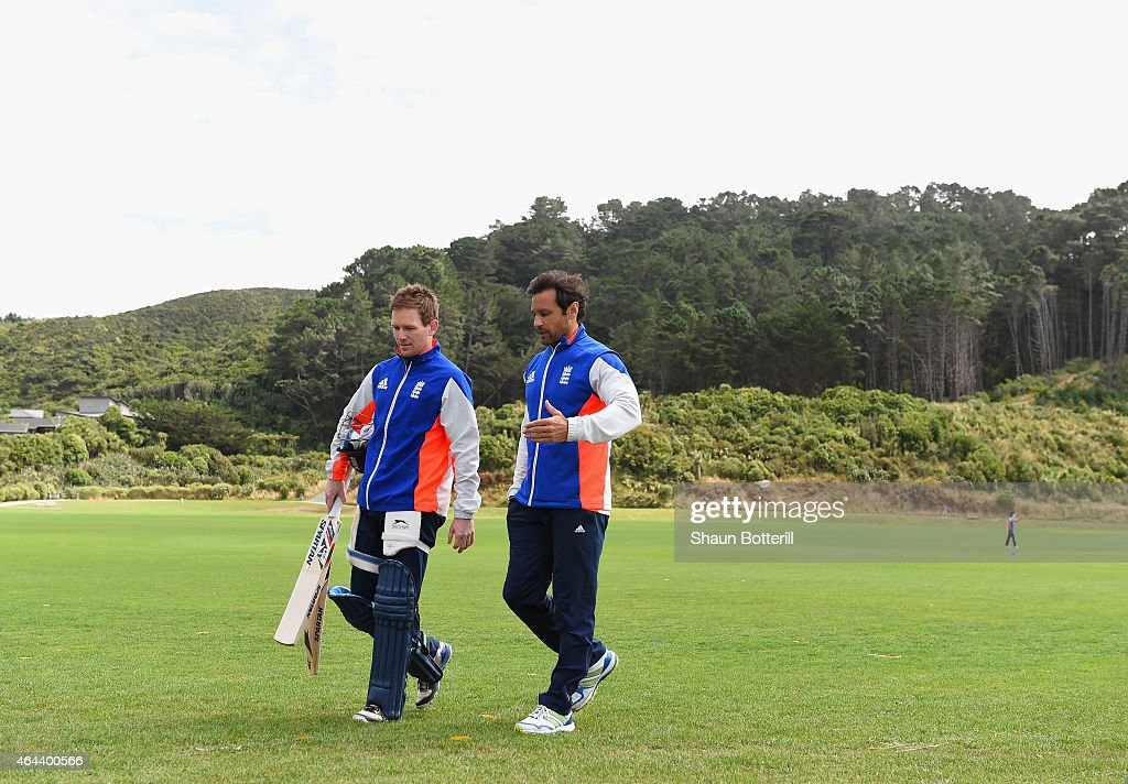 England captain <a gi-track='captionPersonalityLinkClicked' href=/galleries/search?phrase=Eoin+Morgan&family=editorial&specificpeople=689581 ng-click='$event.stopPropagation()'>Eoin Morgan</a> talks with batting coach <a gi-track='captionPersonalityLinkClicked' href=/galleries/search?phrase=Mark+Ramprakash&family=editorial&specificpeople=240276 ng-click='$event.stopPropagation()'>Mark Ramprakash</a> during an England nets session at Karori Park on February 26, 2015 in Wellington, New Zealand.