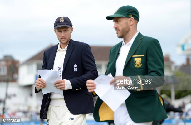 England captain Joe Root and South Africa captain Faf du Plessis exchange teams ahead of day one of the 2nd Investec Test match between England and...