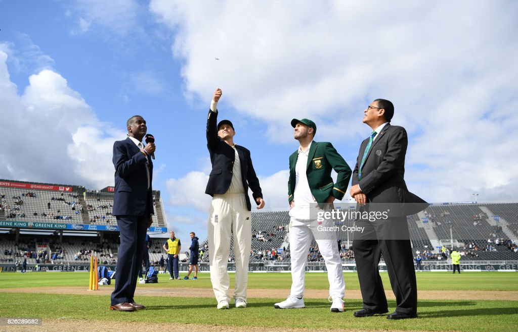 England captain Joe Root tosses the coin alongside South Africa captain Faf du Plessis ahead of day one of the 4th Investec Test between England and South Africa at Old Trafford on August 4, 2017 in Manchester, England.