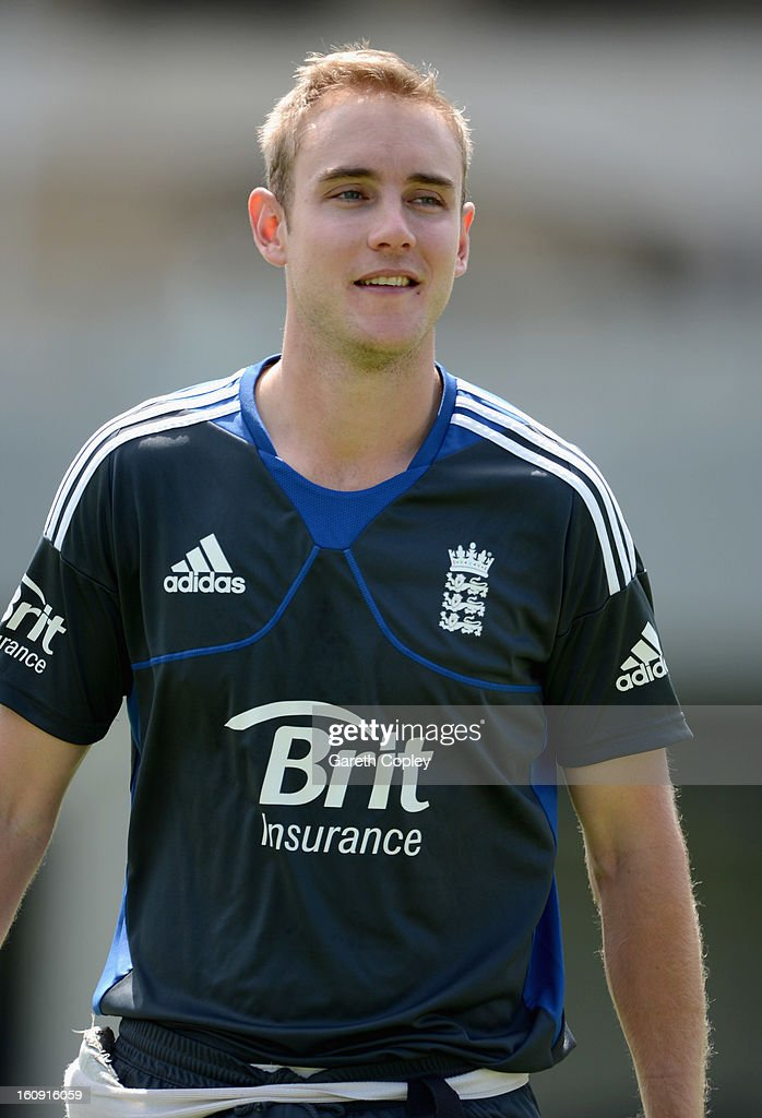 England captain <a gi-track='captionPersonalityLinkClicked' href=/galleries/search?phrase=Stuart+Broad&family=editorial&specificpeople=574360 ng-click='$event.stopPropagation()'>Stuart Broad</a> arrives for an England nets session at Eden Park on February 8, 2013 in Auckland, New Zealand.
