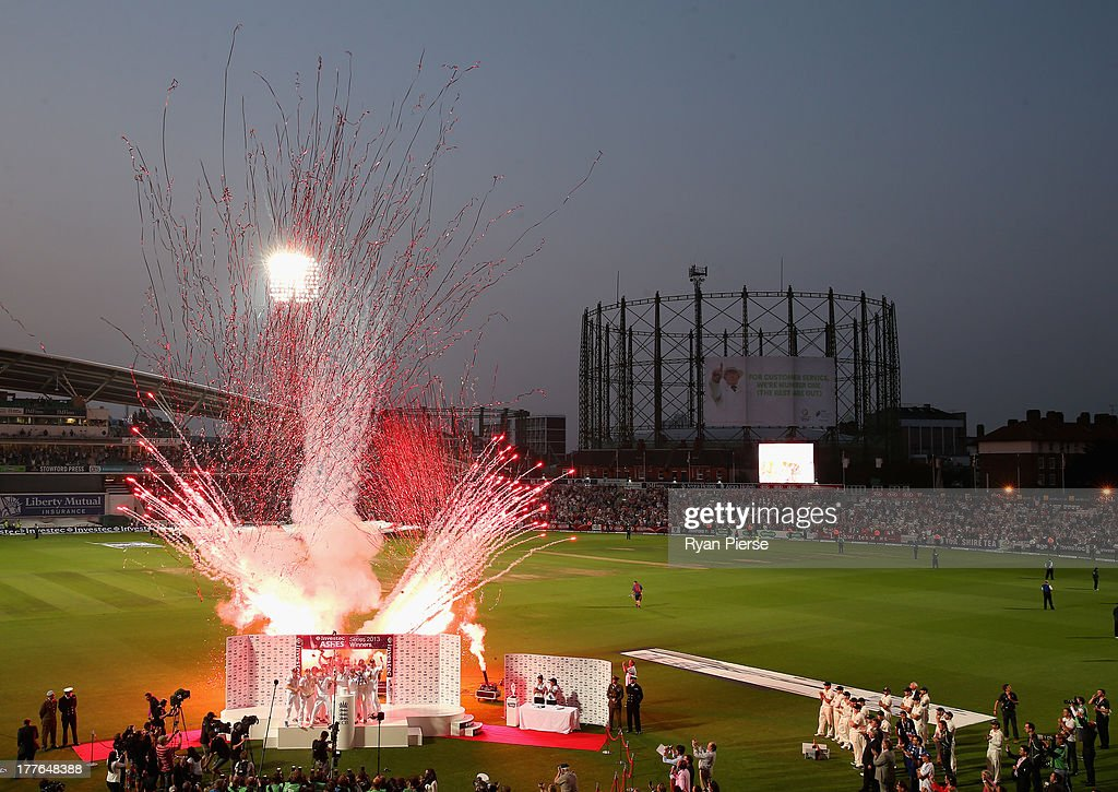 England celebrate after being presented with the Ashes during day five of the 5th Investec Ashes Test match between England and Australia at the Kia Oval on August 25, 2013 in London, England.