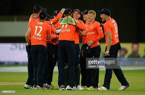 England celebrate winning the 2nd International T20 between Pakistan and England at Dubai Cricket Stadium on November 27 2015 in Dubai United Arab...