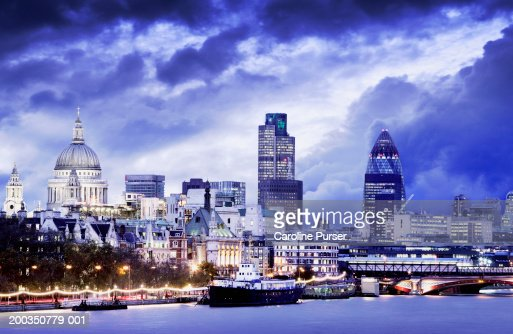 UK, England, City of London from South Bank of the Thames, dusk : Foto de stock