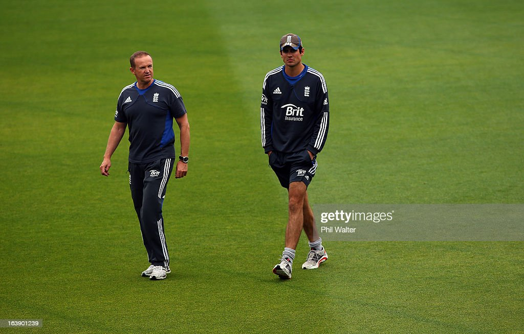 England coach Andy Flower (L) and Alastair Cook (R) survey the conditions as rain delays the start of play on day five of the second test match between New Zealand and England at the Basin Reserve on March 18, 2013 in Wellington, New Zealand.