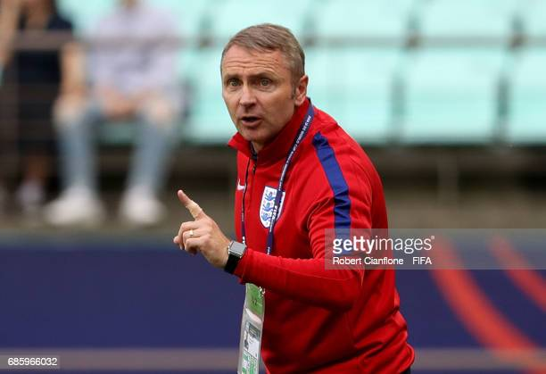 England coach Paul Simpson reacts during the FIFA U20 World Cup Korea Republic 2017 group A match between Argentina and England at Jeonju World Cup...