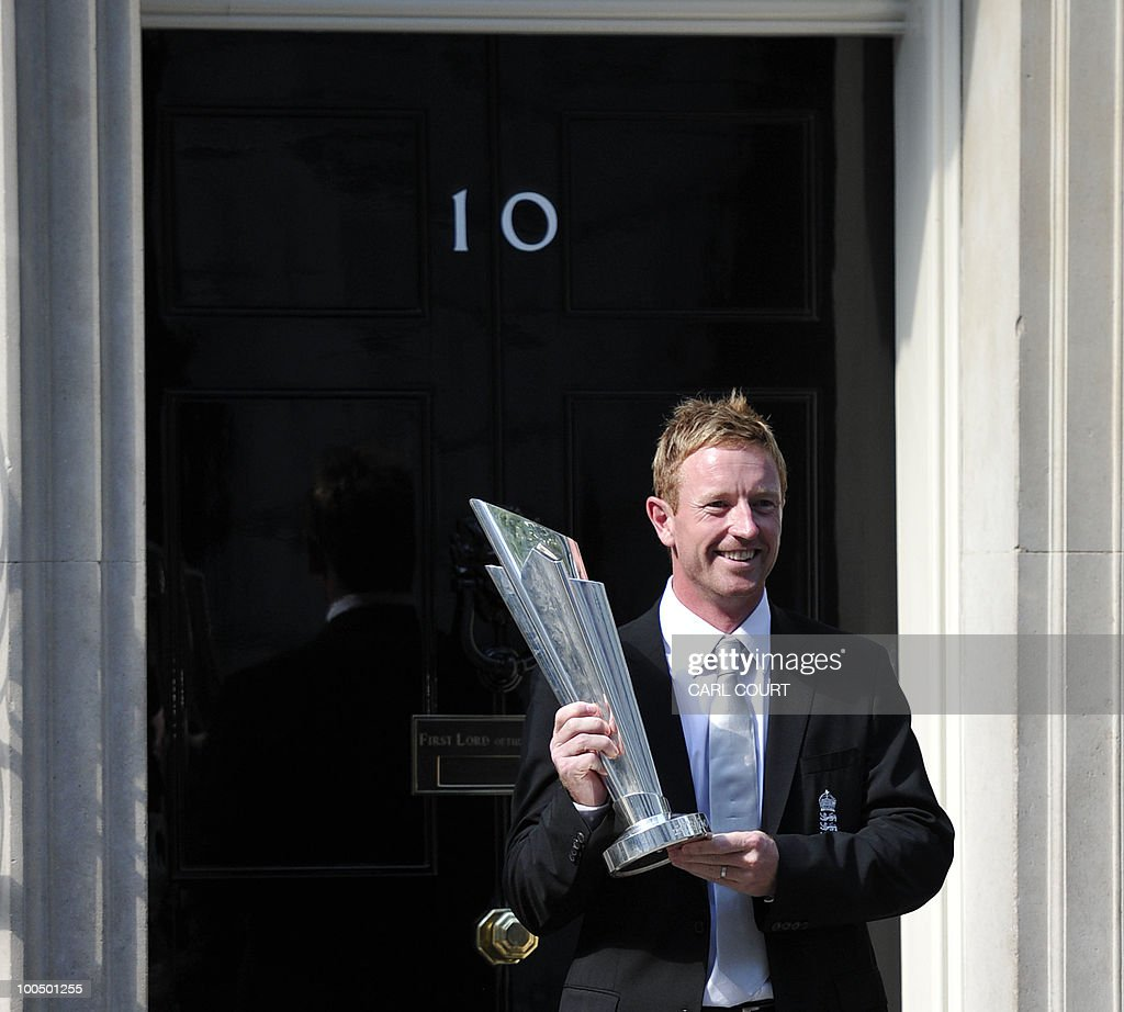 England cricketer Paul Collingwood holds the Twenty20 World Cup trophy as he arrives at 10, Downing Street, London, with the England Twenty20 cricket team for a reception with Prime Minister David Cameron on May 24, 2010. AFP PHOTO/Carl Court.