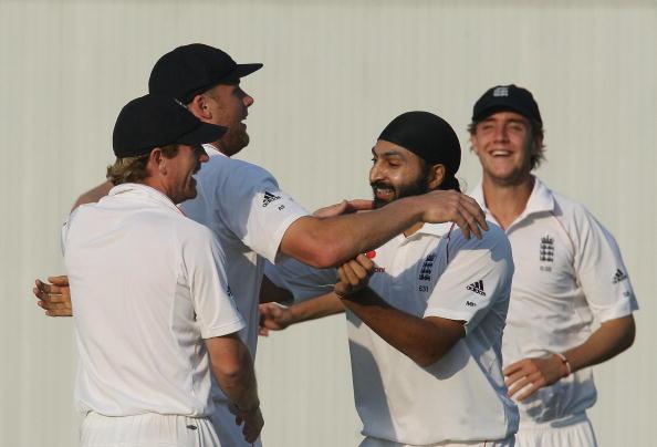 England cricketers Paul Collingwood (L), : News Photo