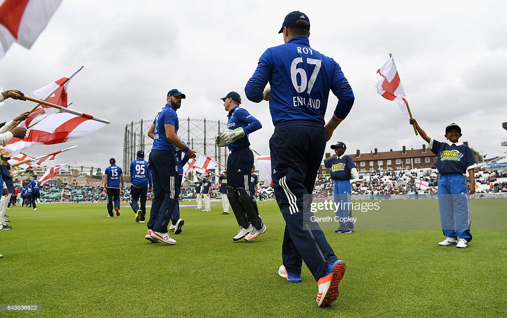 England fielders run ahead of the 4th ODI Royal London One Day International match between England and Sri Lanka at The Kia Oval on June 29, 2016 in London, England.