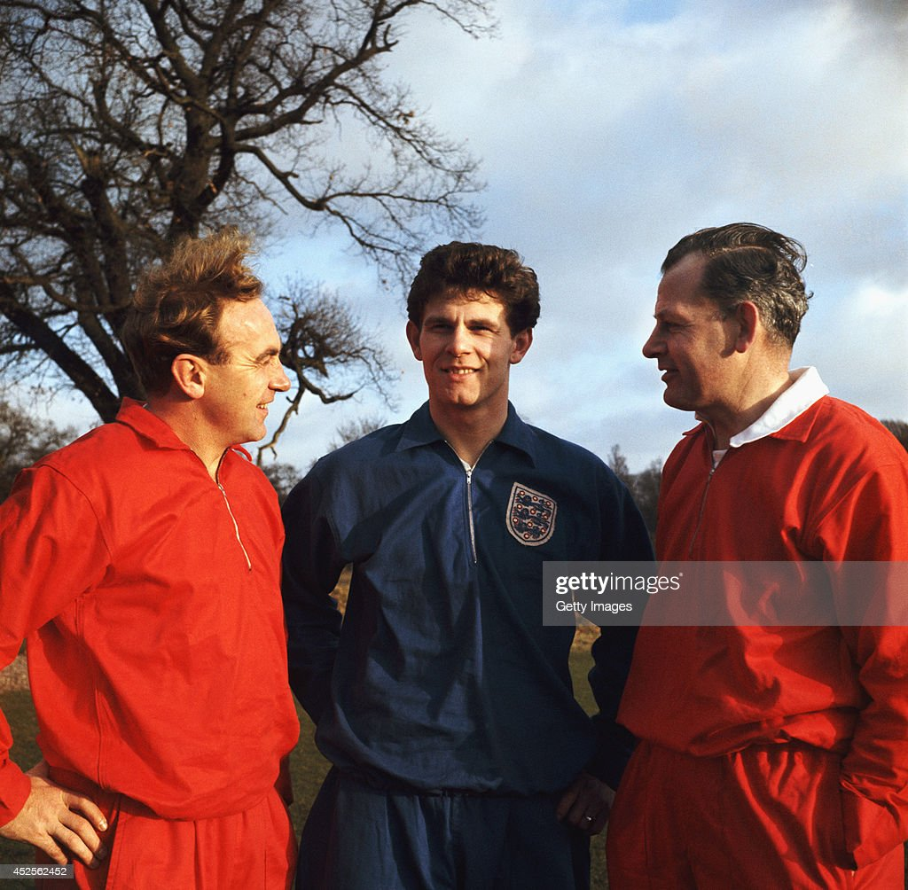 England coaches <a gi-track='captionPersonalityLinkClicked' href=/galleries/search?phrase=Billy+Wright+-+Soccer+Player+-+Wolverhampton+Wanderers&family=editorial&specificpeople=216461 ng-click='$event.stopPropagation()'>Billy Wright</a> (l) and Sir <a gi-track='captionPersonalityLinkClicked' href=/galleries/search?phrase=Walter+Winterbottom&family=editorial&specificpeople=831115 ng-click='$event.stopPropagation()'>Walter Winterbottom</a> (r) with Bolton Wanderers player Fred Hill pictured in 1962.