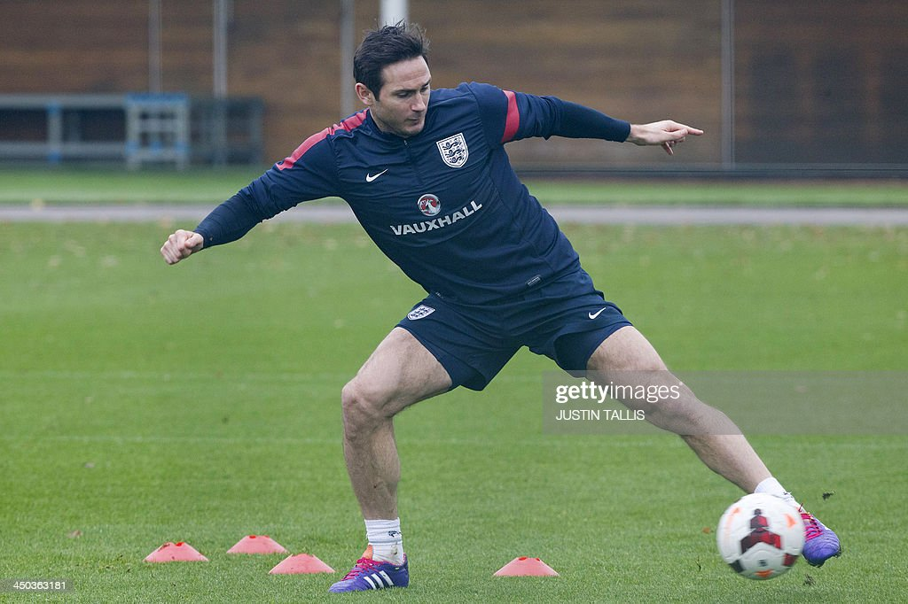 England football team player Frank Lampard dribbles the ball during an England training session at Arsenal's training ground, London Colney, north of London on November 18, 2013 ahead of their forthcoming international friendly football match against Germany. AFP PHOTO / JUSTIN TALLIS - NOT FOR MARKETING OR ADVERTISING USE / RESTRICTED TO EDITORIAL USE