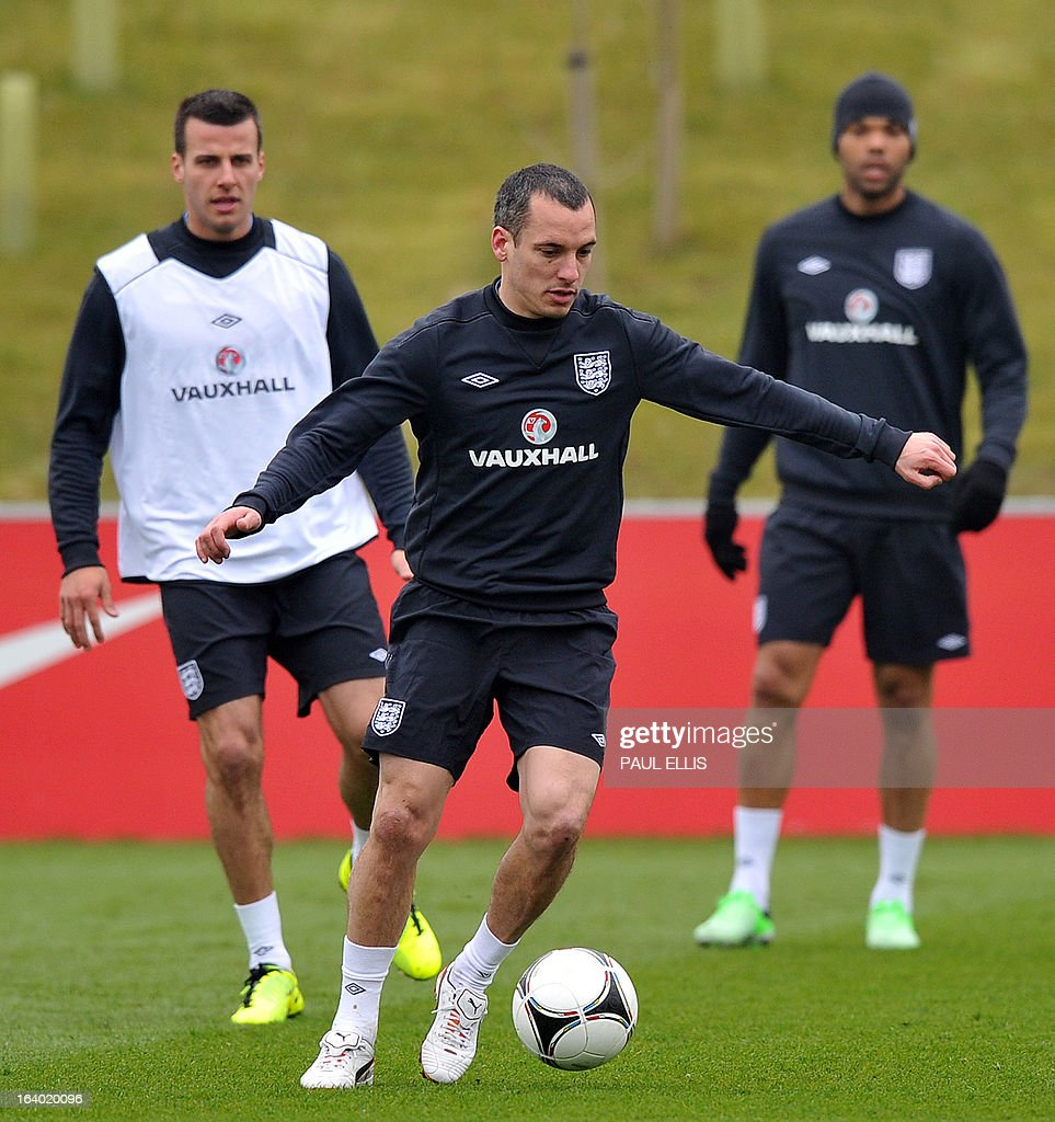 England footballer Leon Osman (C) takes part in a training session at the St George's Park training complex, near Burton-upon-Trent, central England on March 19, 2013 ahead of their 2014 World Cup qualifier football match against San Marino on March 22.