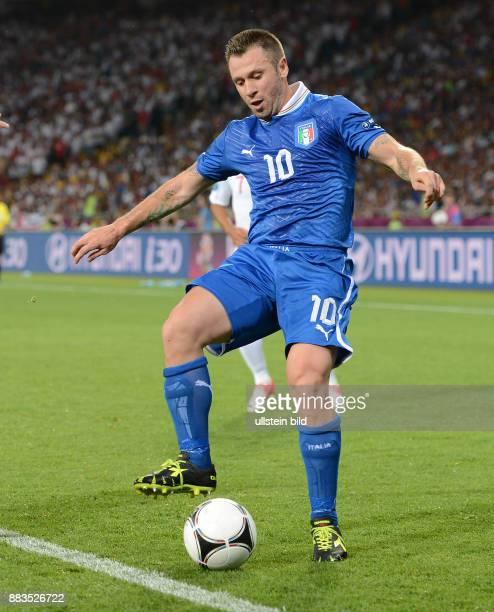 FUSSBALL EUROPAMEISTERSCHAFT England Italien Antonio Cassano Einzelaktion am Ball