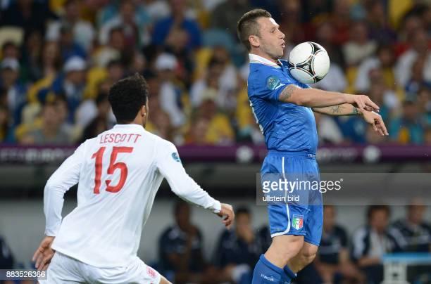 FUSSBALL EUROPAMEISTERSCHAFT England Italien Antonio Cassano gegen Joleon Lescott