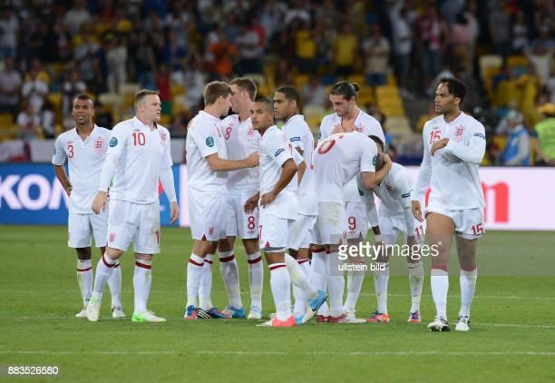 FUSSBALL EUROPAMEISTERSCHAFT Ashley Cole Wayne Rooney Steven Gerrard Jordan Henderson Theo Walcott Glen Johnson John Terry Andy Carroll Ashley Young...
