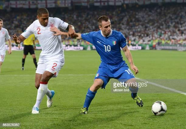FUSSBALL EUROPAMEISTERSCHAFT England Italien Glen Johnson gegen Antonio Cassano