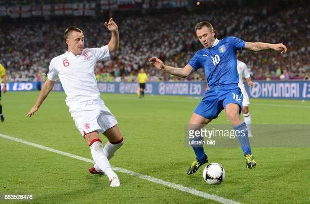 FUSSBALL EUROPAMEISTERSCHAFT England Italien John Terry gegen Antonio Cassano