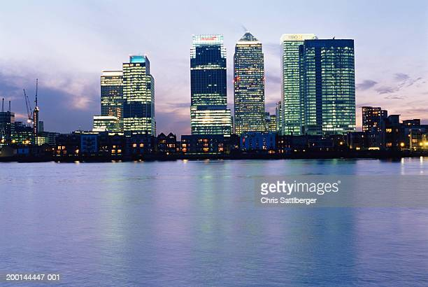 England, London, Canary Wharf and office buildings, skyline, dusk