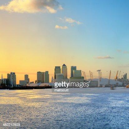 Vereinigtes Königreich, England, London Canary Wharf, Skyline bei Sonnenaufgang