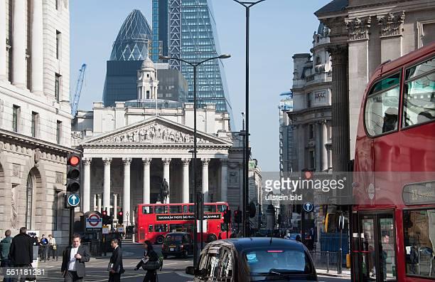 England London City of London Strassenszene vor der Royal Exchange Bank Station heute ein Gebäude in der City of London in dem sich exclusive...