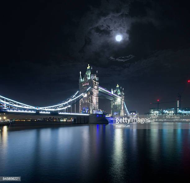 UK, England, London, Night view of Tower Bridge