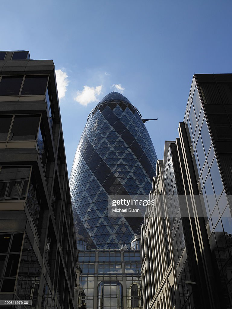 Norman foster office Design England London Sir Norman Foster Building Behind Office Block Pinterest England London Sir Norman Foster Building Behind Office Block Stock