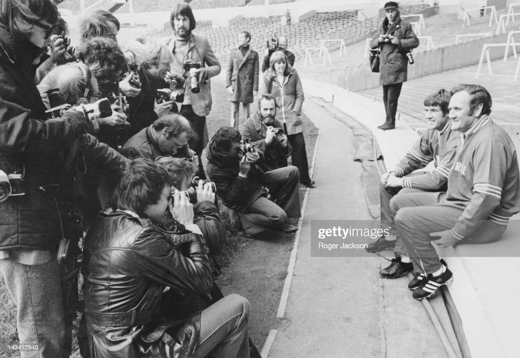 England manager Don Revie (1927 - 1989, far right) poses for photographers with team captain Emlyn Hughes, at a training session for the national team at Wembley, London, 28th October 1974. The team is preparing for a match against Czechoslovakia.