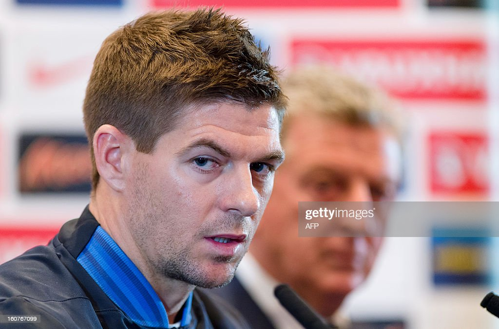 England manager Roy Hodgson (R) and captain Steve Gerrard hold a press conference in central London on February 5, 2013 ahead of their team's international friendly football match against Brazil on February 6. AFP PHOTO/Leon Neal == NOT