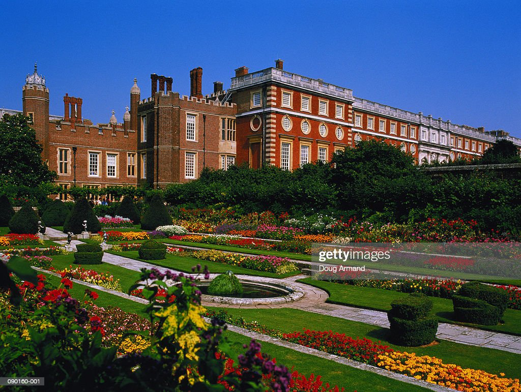 England, Middlesex, Hampton Court Palace, Pond Garden : Stock Photo