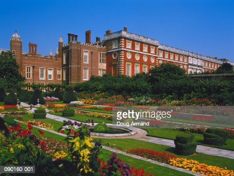 England, Middlesex, Hampton Court Palace, Pond Garden : Foto de stock