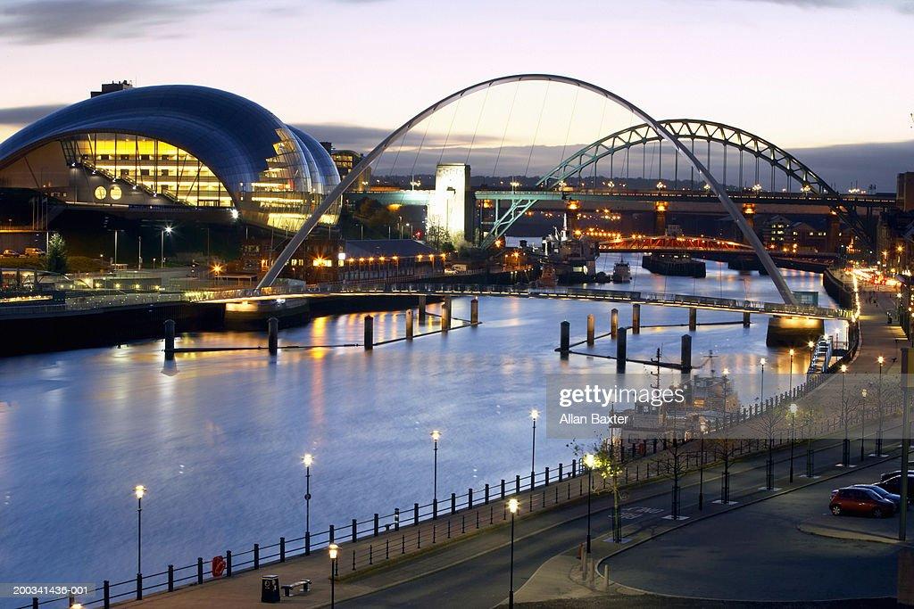 England, Newcastle-upon-Tyne, Gateshead Millennium Bridge, Tyne Bridge : Stock Photo