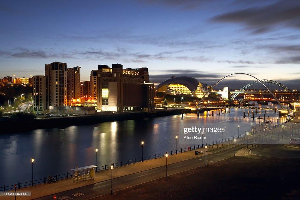 England, Newcastle-upon-Tyne, river Tyne, night : Stock Photo